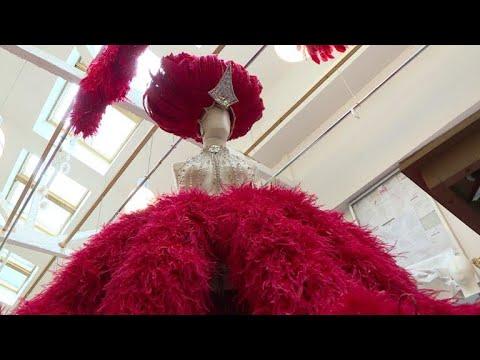 El Moulin Rouge y los últimos artistas de plumas de Francia