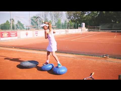 Sára Bejlek - tennis training