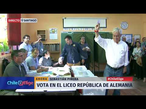 Sebastián Piñera votó en el Liceo República de Alemania