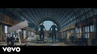 Смотреть клип Macaco Ft. Jorge Drexler, Joan Manuel Serrat - Blue