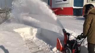 Снегоуборщик в работе (Daewoo DAST 7565)