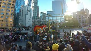 Macy's Thanksgiving Day Parade 2017 - Jimmy Fallon and the Roots Float CRASHES at Columbus Circle