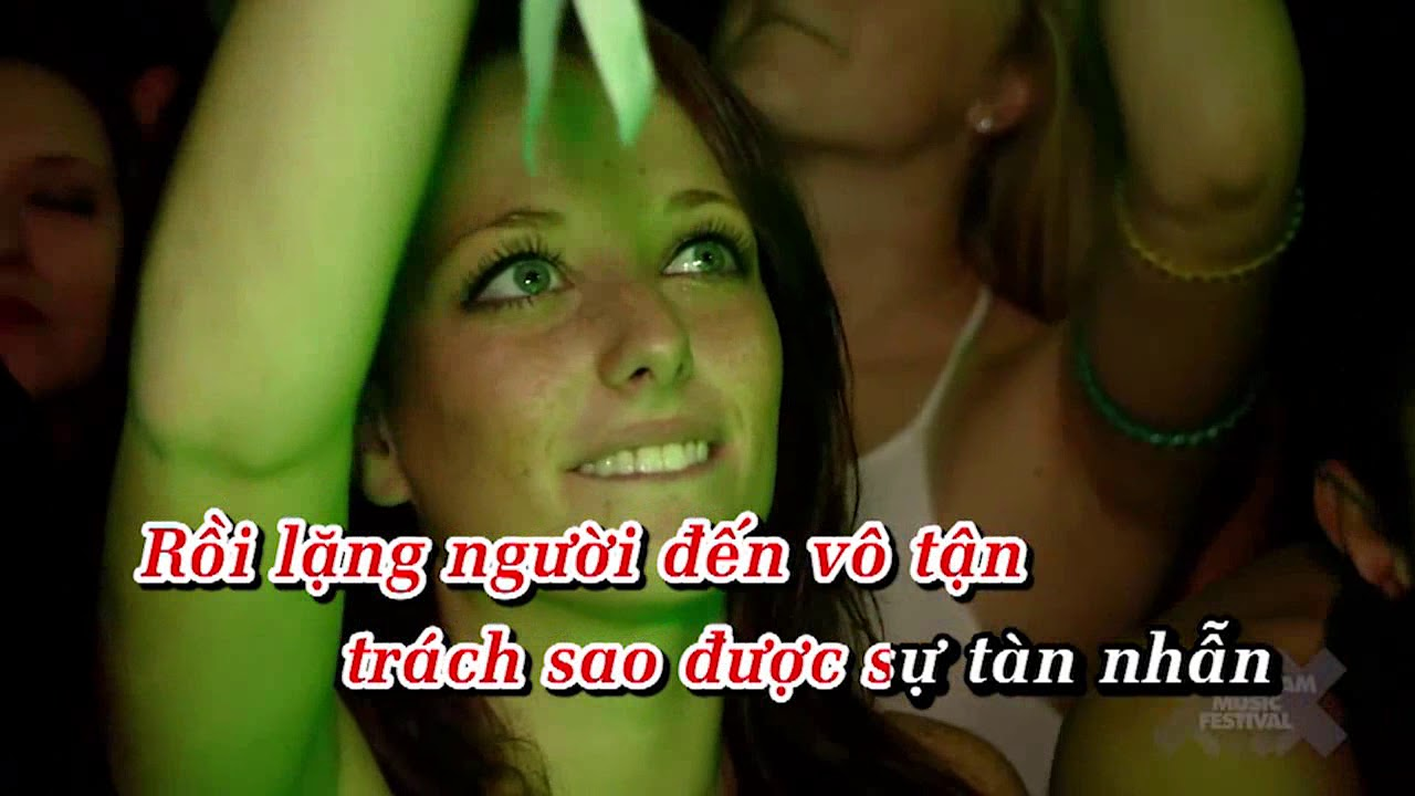 Karaoke Em gái mưa (remix) - Hương Tràm