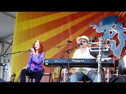 Bonnie Raitt - I Can't Make You Love Me - Live at Jazzfest New Orleans 2009