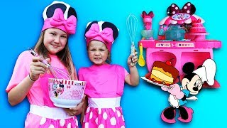 Minnie Mouse Kitchen! Kids Pretend Play Baking with Happy Birthday Cake & Food Toys
