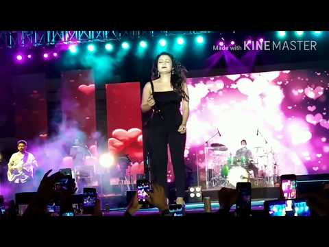 Neha Kakkar Crying For Her Love In Ahmedabad Live Concert Sardar Patel Stadium...