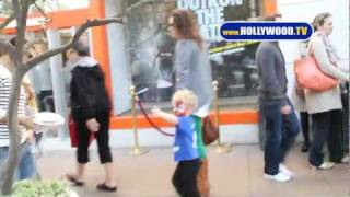 Minnie Driver Shops The Grove With Kid