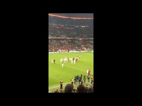 Jogadores abandonaram o relvado debaixo de grande ovação   Benfica   Jornal Record 2