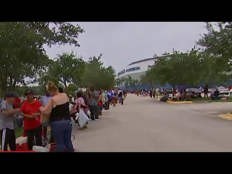 Hurricane Irma Evacuees Finding Long Lines at Florida Shelters | MSNBC