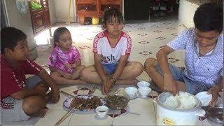 Bữa cơm gia đình canh chua rau muống cá rô phi muối chiên
