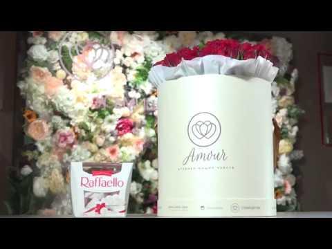 Букет в шляпной коробке из 51 розы (Кения)