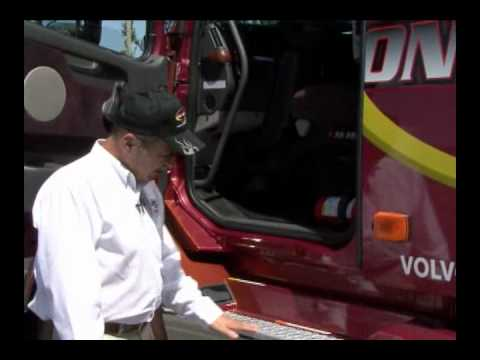Volvo VNL 670 Ease and Safety of Cab Entry (2 of 4)