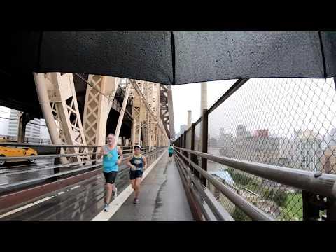 ⁴ᴷ Walking in the Rain from Queensboro Plaza to Park Avenue, Manhattan, NYC via 59th Street Bridge