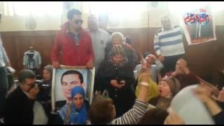 وقائع جلسة محاكمة مبارك في قتل المتظاهرين ومؤيديه يهتفون بحبهم له