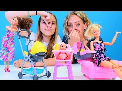 Kindervideo mit Puppen - Ayça und Nicole passen auf Barbies Baby auf