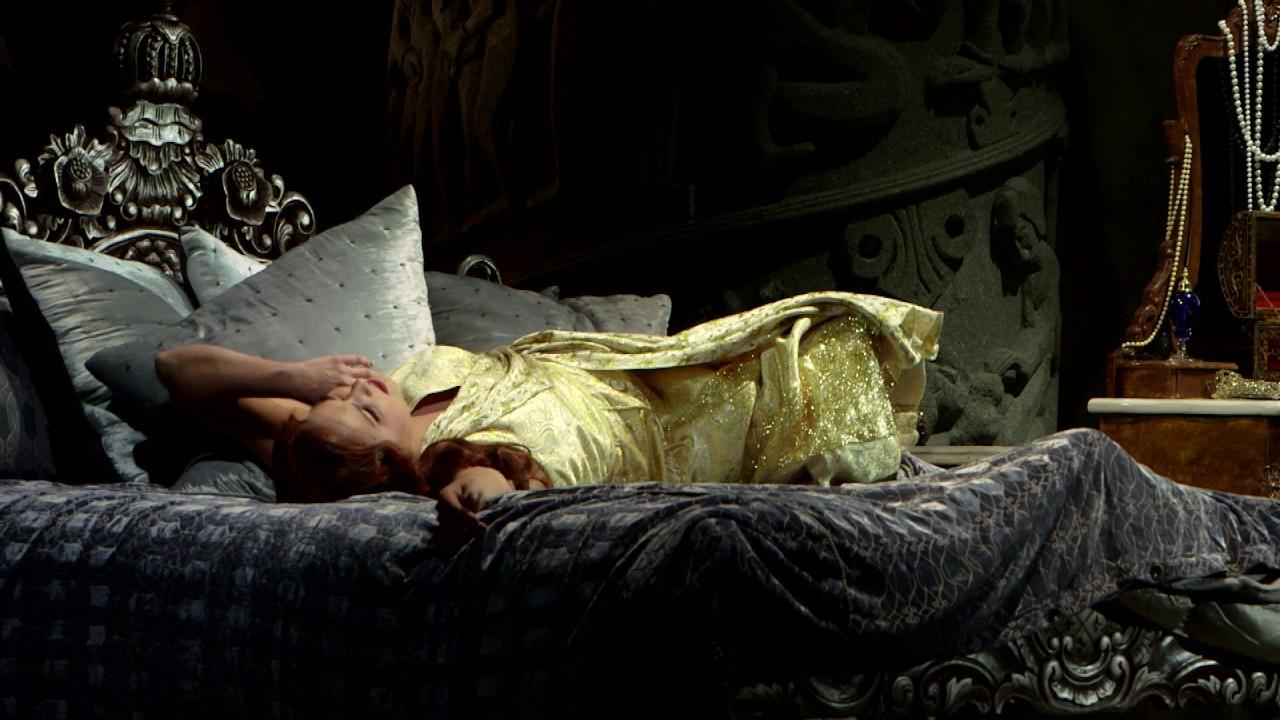 Anna Netrebko Stars in Manon Lescaut