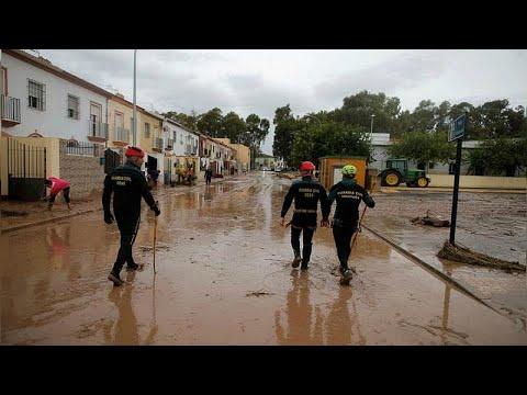 مقتل رجل إطفاء جلبته السيول في جنوب إسبانيا  - نشر قبل 60 دقيقة