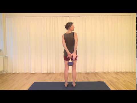 iyengar yogaøvelse 5 garudasana Ørnestilling  fof aarhus  hjemmetræning  youtube