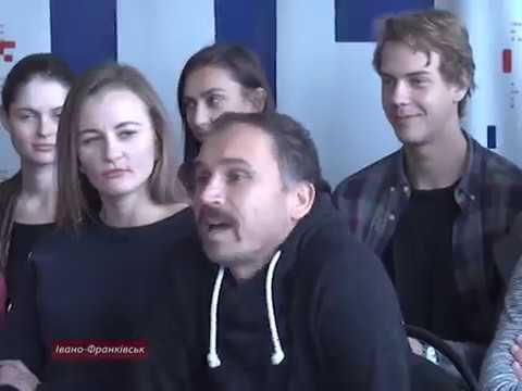 Прикарпатські актори переодягалися в одяг українських Січових Стрільців на вулиці Кропивницького