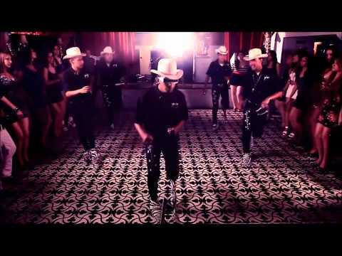 baile del shuffle con botas picudas
