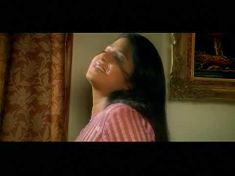 sexy sangeetha-Balakrishna kissing gold statue