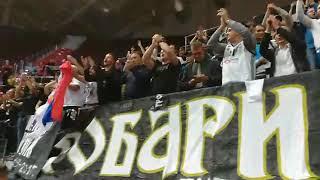 Košarkaši Partizana pevaju sa navijačima posle meča sa Zenitom