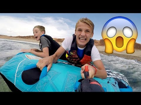 😱Twins Teen Tube BATTLE on the Lake! Who Will Win?!?!? (Lake Powell Travel Vlog)