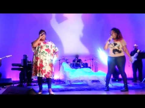 Eu não vou - Vanessa Jackson part Deise Fat Family Passagem de som  in Teatro Nair Bello