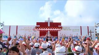 Đức Cha Giuse Nguyễn Chí Linh nhảy cử điệu  tại Đại Hội Giới Trẻ Giáo Tỉnh Miền Bắc lần thứ XIII