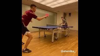 Евгений Малкин играет в настольный теннис
