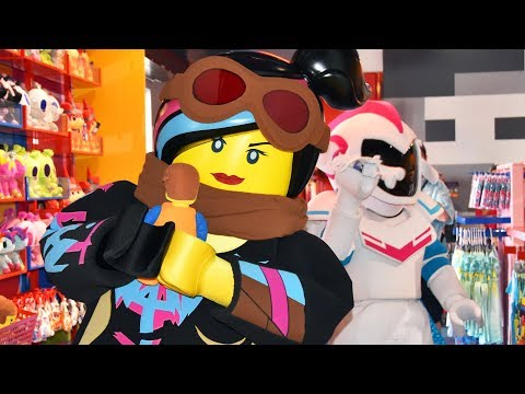 Emmet, Lucy, Benny & Sweet Mayhem Meet (& Dance!) In Emmet's Super Suite, LEGO Movie World, LEGOLAND