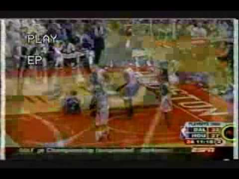 Keith Van Horn rolls ankle