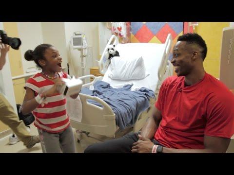 Dwight Howard surprises kids in hospital with Google Cardboard
