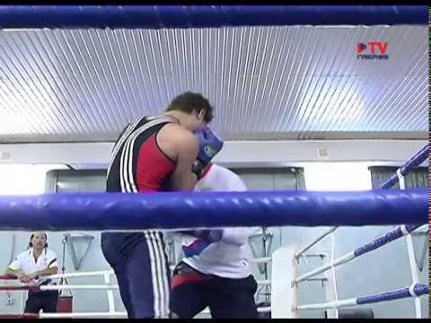 Боксер Максим Емельянов