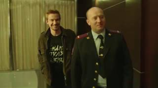 Гриша и Яковлев на этаже начальства.