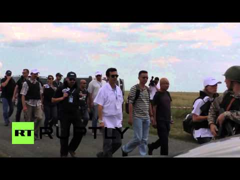 Ukraine: International experts investigate MH17 crash site