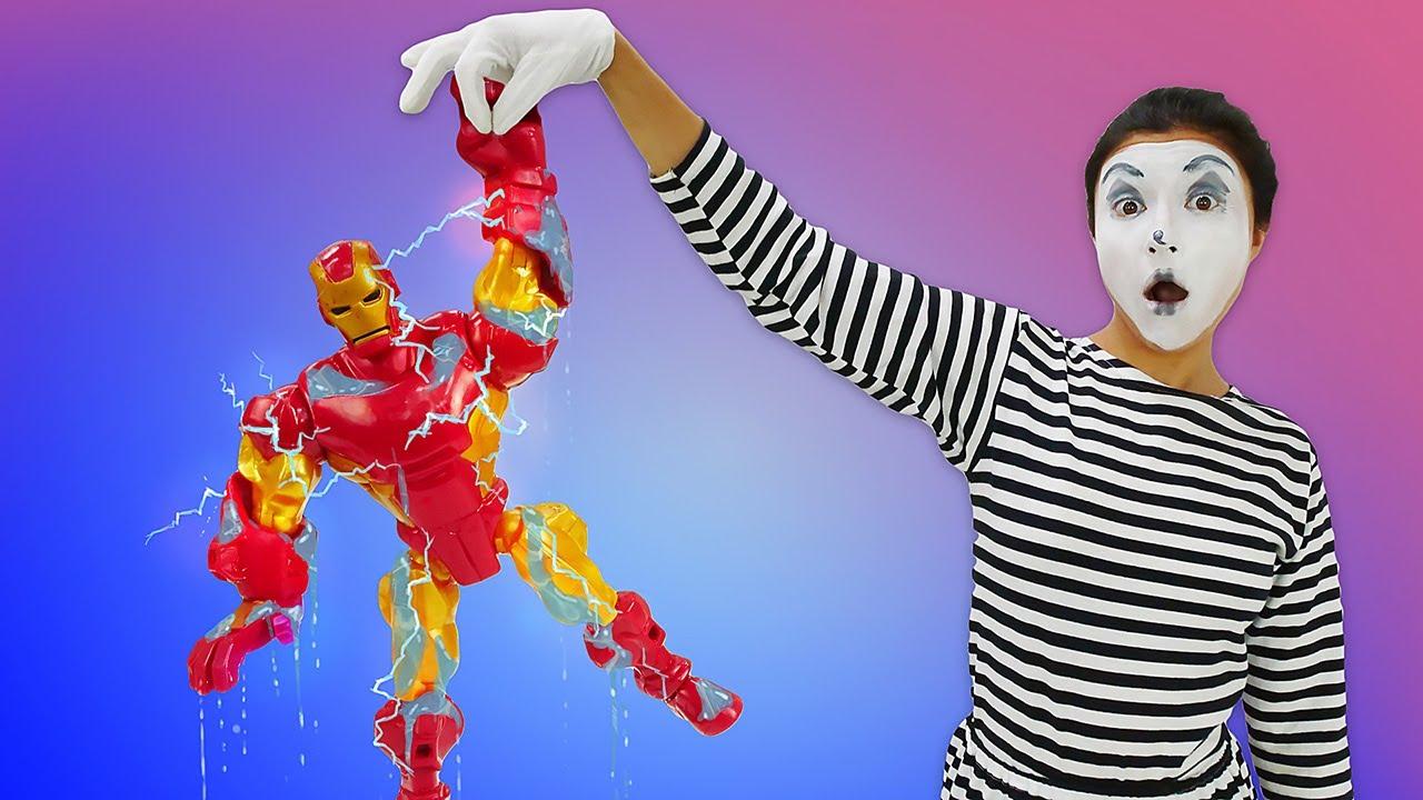 Spielzeug Video mit der Clownin. Die Superhelden zerstören den Freizeitpark. Clowns Video für Kinder