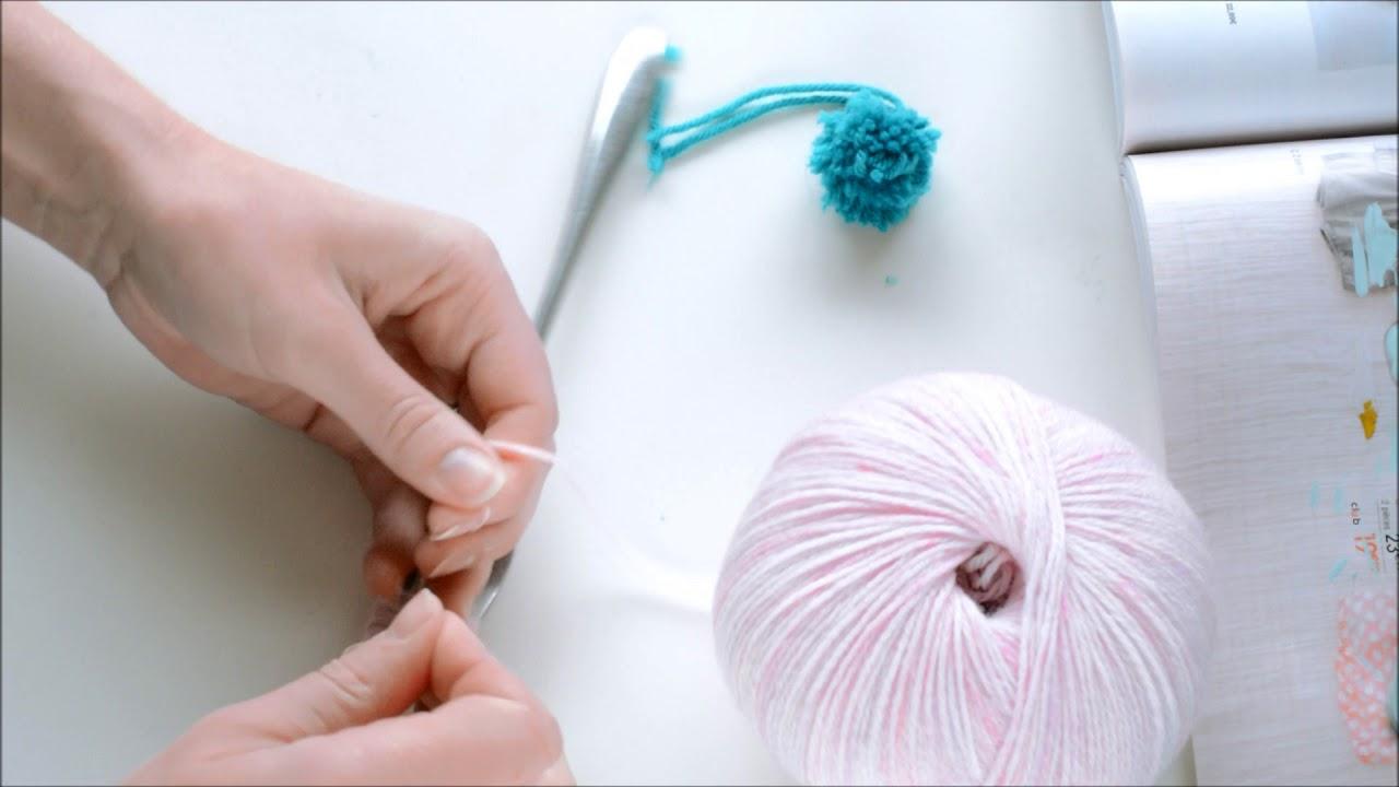 comment faire des pompons en laine facile avec une fourchette youtube. Black Bedroom Furniture Sets. Home Design Ideas