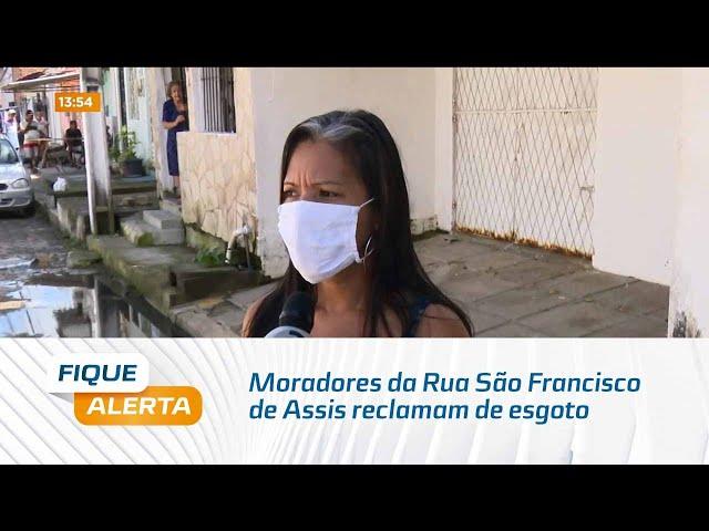 Moradores da Rua São Francisco de Assis reclamam de esgoto que existe há quinze dias