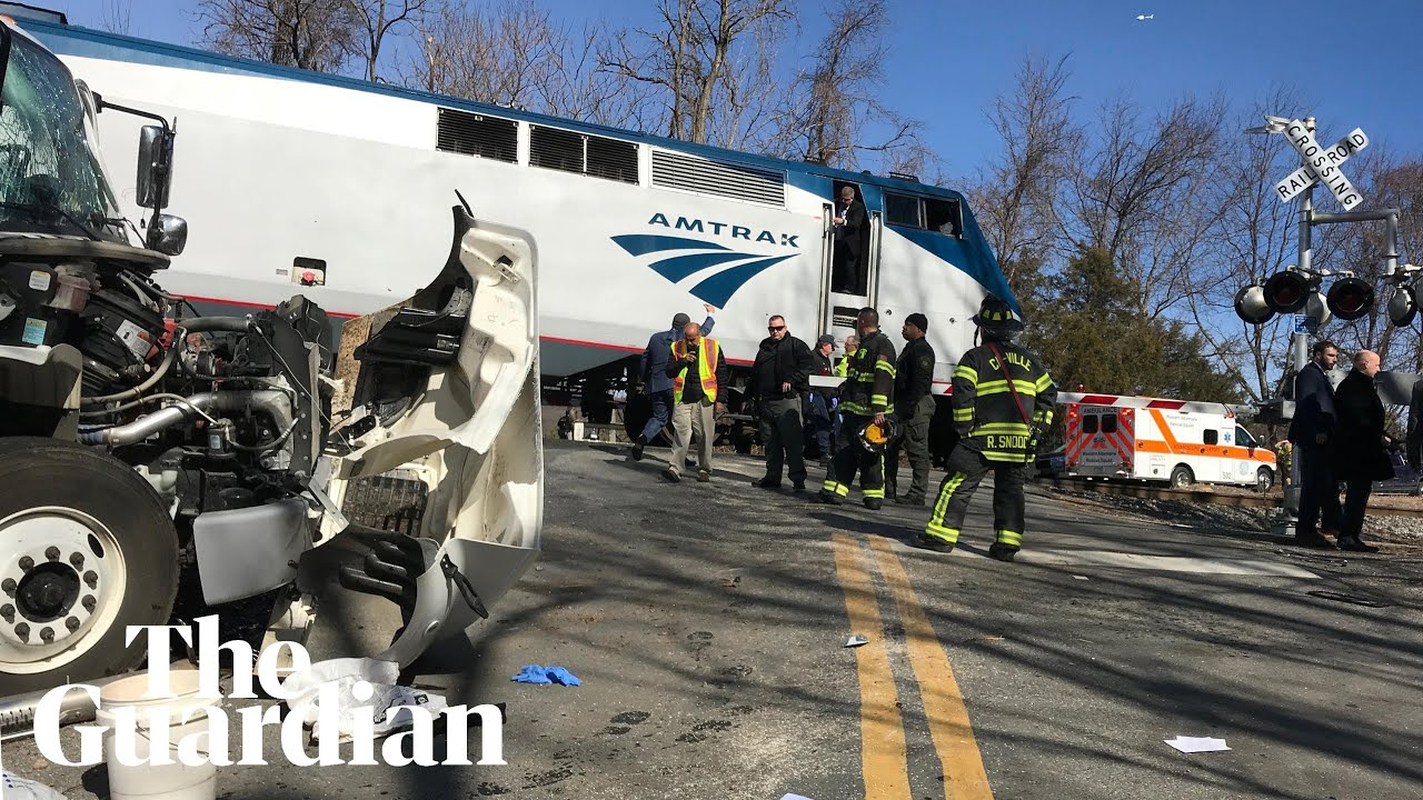 train-carrying-us-republican-lawmakers-slams-into-truck