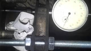 вибрация руля при торможении , проверка биения ступицы