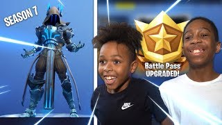 Kid Buys Everything in Fortnite Saison 7 (BATTLE PASS - ALL TIERS)