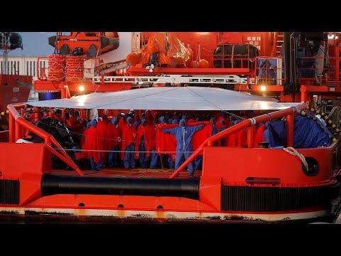 Mediterraneo: oltre 300 migranti a bordo di nave Ong senza porto di sbarco