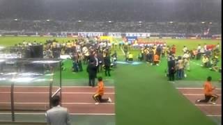 長居スタジアム5万人の国歌斉唱響きます (心) 植村花菜さんが退場の時の...