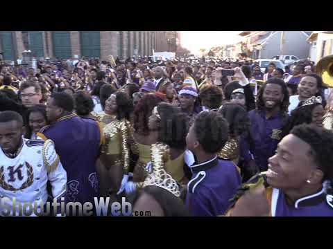 Edna Karr vs McDonogh 35 High Marching Band - 2017 Mardi Gras Parade