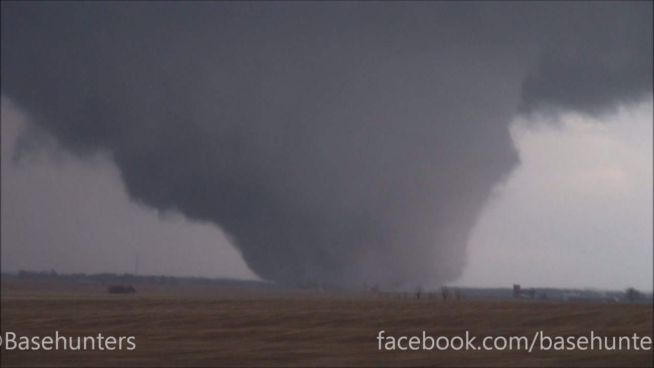 4/9/15 north of Rochelle, IL Large, Violent Tornado - YouTube
