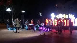 Âm nhạc đường phố ở quang trường 8 _4  với ca khúc nông nản cao nguyên cực hay
