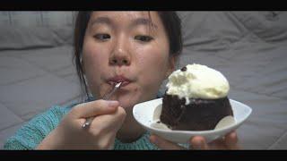초코 케이크 같이 먹어요