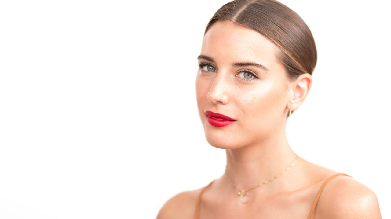 Download Behati Prinsloo Oscars 2015 Makeup Look by Celebrity Makeup Artist Monika Blunder