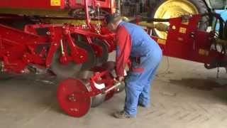 Tips and Tricks   Changing intake of the GRIMME SE 150-60 with the quick change frame